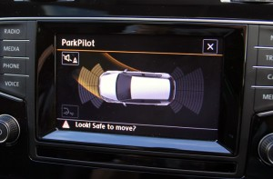 vw-golf-tsi-parking-screen