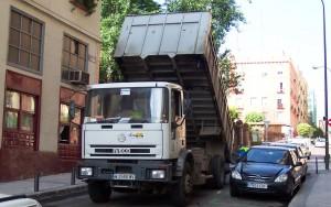 truck tipper unloading