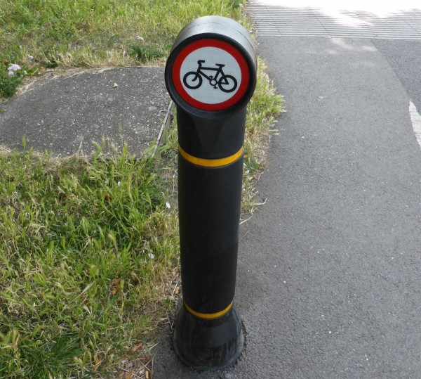 cycles prohibited bollard