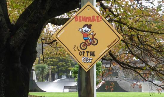 home made sign children - skatepark